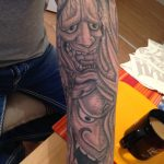 Masken Tattoo Arm